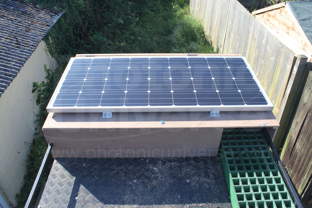 150W solar panel on Land Rover